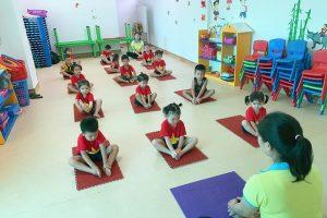 """🌴 """"Yoga Kids"""" trường em 😍😍😍"""