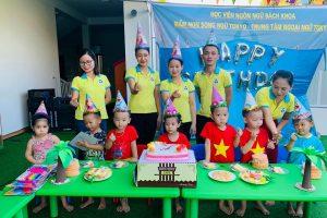 Tổ chức sinh nhật cho các bạn học sinh tháng 7